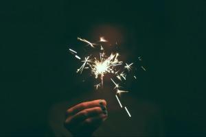 sparkler-1246521_1920